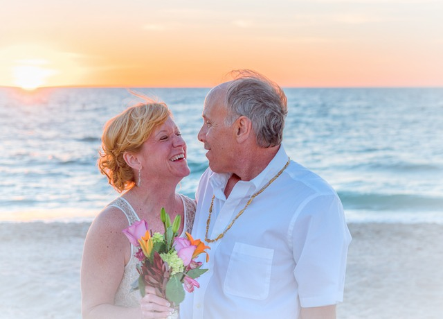 beach-wedding-1934732_640