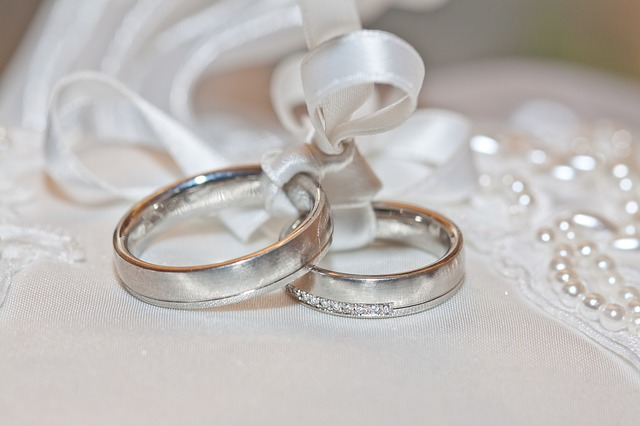 rings wedding traditions
